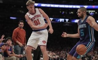 """""""Knicks"""" išplėšė pergalę po pratęsimo, M.Kuzminskas svaidė pro šalį"""
