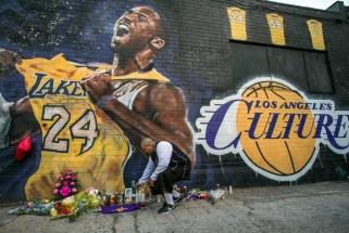 """Rugsėjį pasirodys knyga """"Įsiminkite jo vardą: Kobe Bryanto skrydis"""""""