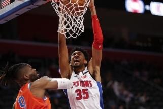 """Trečias koronavirusu užsikrėtęs NBA žaidėjas – prieš R.Gobertą kovojęs """"Pistons"""" aukštaūgis"""