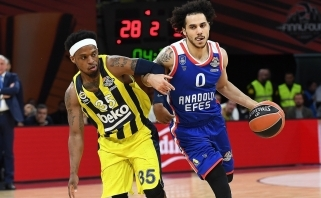 """Sh.Larkino ir V.Micičiaus tandemas atvedė """"Anadolu Efes"""" į Eurolygos finalą"""