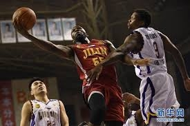 Kinijoje monstriškai žaidęs NBA čempionas nutarė nebelaukti sezono atnaujinimo