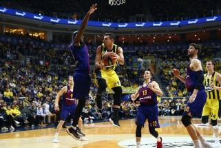 """Paskutiniame kėlinyje iššovę """"Fenerbahče"""" krepšininkai nukovė """"Barceloną"""""""