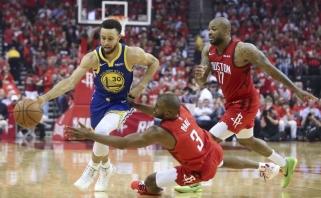 """Rekordinę antrąją rungtynių pusę sužaidęs Curry eliminavo """"Rockets"""""""
