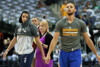 """NBA: """"Spurs"""" išvargo pergalę, brolių Curry dvikova - į vieną krepšį (rezultatai)"""