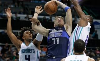 """Rekordiniu puolimu pasižymėję """"Mavericks"""" sumaitojo """"Hornets"""" gynybą (rezultatai)"""
