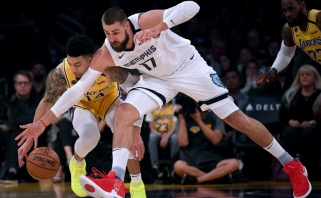 """""""Lakers"""" žvaigždynui į atlapus kibę """"grizliai"""" lemiamu metu pritrūko kvapo"""