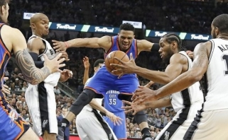 """""""Spurs"""" stovykloje - nusivylimas: teisėjai ir vėl nuskriaudė"""