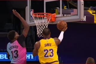Adebayo blokas LeBronui ir pergalingas Roziero metimas – įspūdingiausi NBA momentai