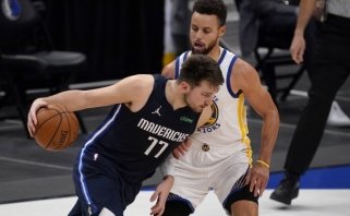 57 Curry taškai nublanko prieš Dončičiaus rekordą, istorinį mačą sužaidė ir Jokičius (rezultatai)