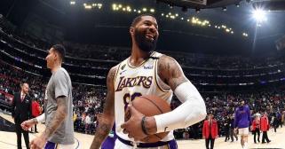 """""""Clippers"""" nepavyko persivilioti M.Morriso - puolėjas lieka """"Lakers"""""""