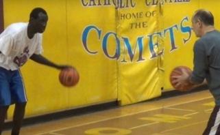 Kanada apgauta: mokyklų krepšinio žvaigždė - 30-metis pabėgėlis iš Afrikos