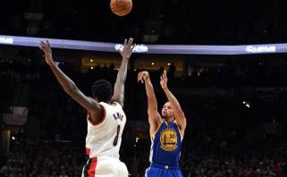 """NBA: S.Curry šou, šešios D.Cousinso pražangos per kėlinį ir pirma """"Spurs"""" nesėkmė"""