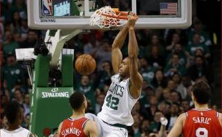 """""""Celtics"""" užtikrintai laimėjo prieš favoritais laikytus """"76ers"""" krepšininkus"""