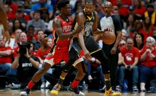"""NBA: čempionai triuškino varžovus, """"Jazz"""" pralaimėjo namie"""