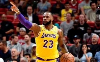"""NBA: pusšimtis LeBrono taškų bei dar viena """"Warriors"""" nesėkmė"""