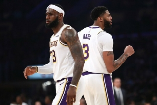 """""""Lakers"""" žvaigždžių šou: Daviso ir Lebrono tandemas nupūtė """"Warriors"""" pastangas"""