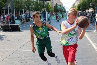 """Rinktinės krepšininkai stebės """"Sprite"""" talentų kovas vienas prieš vieną"""