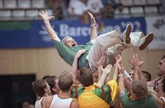 Aukcione parduodama dalis Lietuvos krepšinio istorijos – 1992 m. olimpiados lenta su lanku