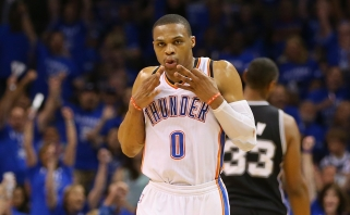 """R. Westbrookas vedė """"Thunder"""" klubą į pergalę San Antonijuje"""