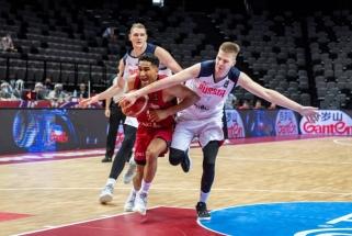 Rusai išmesti už olimpinio krepšinio turnyro borto, italai įveikė puertorikiečius