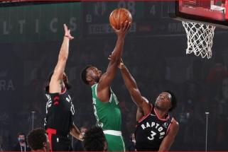 """Pripažintos lemiamos klaidos """"Raptors"""" ir """"Celtics"""" dvikovoje"""