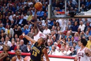 M.Jacksonas: Jordanas šiuolaikinėje NBA rinktų tiek taškų, kiek norėtų