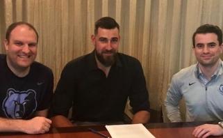 "J.Valančiūnas oficialiai pratęsė kontraktą su ""Grizzlies"""