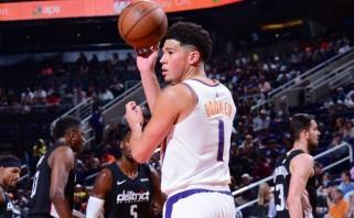 """D.Bookeris per dvejas rungtynes surinko 109 taškus, bet """"Suns"""" tai nepadeda (rezultatai)"""