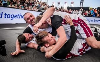 Latviai sensacingai eliminavo favoritus serbus ir tapo pasaulio vicečempionais