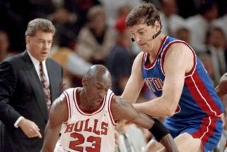 """Buvęs """"Pistons"""" centras: nepaspaudėme jiems rankų, nes """"Bulls"""" žaidėjai buvo verksniai"""