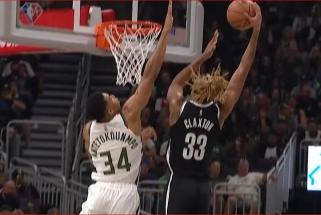 """Giannio blokas bei Rondo ir Daviso ataka """"žemė - oras"""" – įspūdingiausi NBA momentai"""