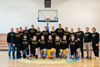 Kurtieji krepšininkai bei draugai Lavrinovičiai palaiko R.Kaukėno paramos fondos veiklą