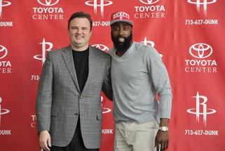 "Į ""76ers"" perėjęs D.Morey bandys persivilioti ir ""Rockets"" lyderį J.Hardeną"