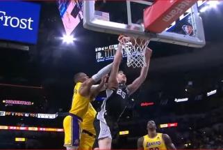 Poeltlo dėjimas su Westbrooko pražanga – įspūdingiausias NBA nakties momentas