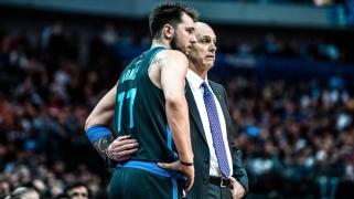 """""""Mavericks"""" treneris: Dončičiui skauda, panašu, kad jis negali pasukti galvos"""