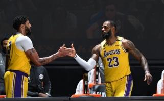 """Po boikoto – beveik 80 LeBrono ir AD taškų bei laimėta """"Lakers"""" serija (rezultatai)"""