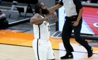 """Hardenas išplėšė pergalę """"Nets"""", Jokičiui to paties padaryti nepavyko (rezultatai)"""