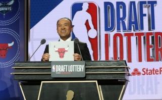 """Krepšinio dievų dovana: Karnišovui ir """"Bulls"""" nusišypsojo sėkmė NBA naujokų biržos loterijoje"""