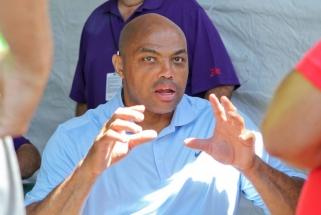 Barkley: Hardenas pasiuntė visus velniop, dabar tai daro Simmonsas – gresia lokautas