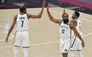 """Pirmąsyk susibūręs """"Nets"""" svajonių trio vargo du pratęsimus (""""Grizzlies"""" mačas - atidėtas)"""