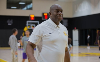 """Galimybė sužaisti """"minusą"""" ir aplankyti """"Lakers"""" mačą su M.Johnsonu parduota už įspūdingą sumą"""