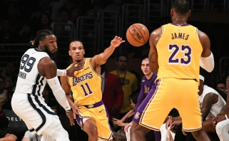 """""""Lakers"""" susigrąžino gynyba garsėjantį veteraną"""