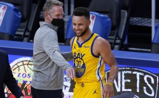 """Warriors"" superžvaigždė Curry tapo istorinio NBA pasiekimo autoriumi"