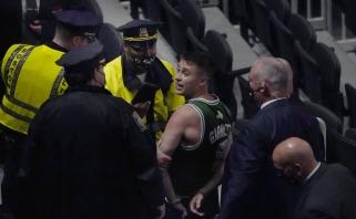 """""""Clippers"""" sustabdė Dončičių, Bostone sulaikytas butelį į Irvingą metęs sirgalius"""