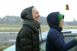 Rinktinės moterys metė iššūkį treneriui prie automobilio vairo (video)