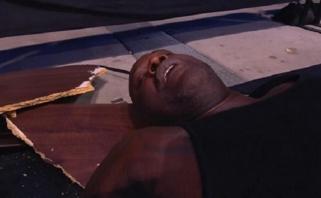 Shaqas debiutavo amerikietiškose imtynėse, viename epizode sulaužė stalą