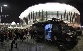 """Prie """"Carioca"""" arenos dirbo išminuotojai, sirgaliams teko laukti"""
