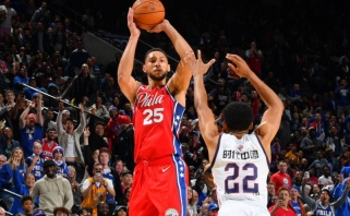 """Vienas """"76ers"""" lyderių B.Simmonsas pataikė pirmąjį savo tritaškį karjeros NBA metu"""