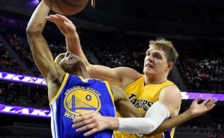 """Įsisiautėjęs """"Lakers"""" rusas baudė ir S.Curry, ir K.Durantą, ir Z.Pačuliją (rezultatai)"""