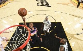 """Ant parketo grįžo Giannis, bet NBA finalo kelyje į priekį išsiveržė """"Suns"""""""